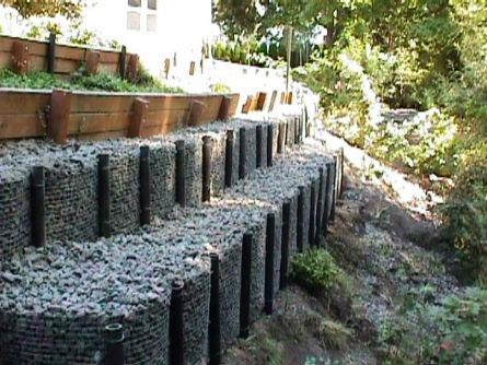 Строительство подпорных стен на винтовых сваях